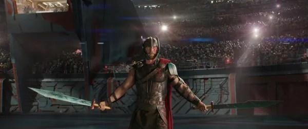 thor-ragnarok-images-chris-hemsworth-gladiator-arena