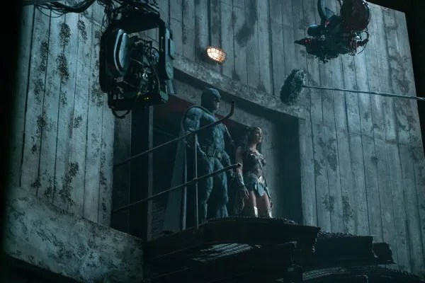 justice-league-ben-affleck-gal-gadot-set-photo