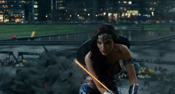 justice-league-gal-gadot-2