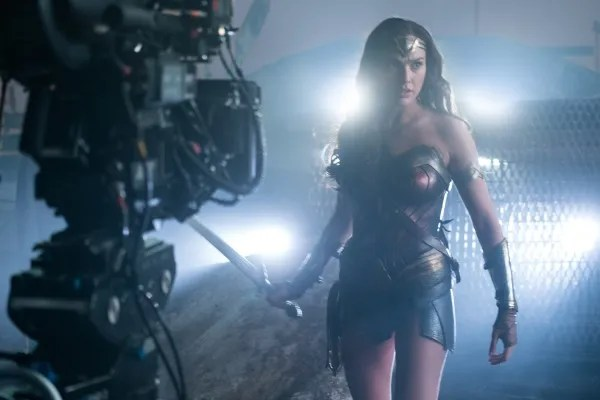 justice-league-gal-gadot-set-photo