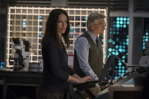 nt-man-and-the-wasp-evangeline-lilly-michael-douglas