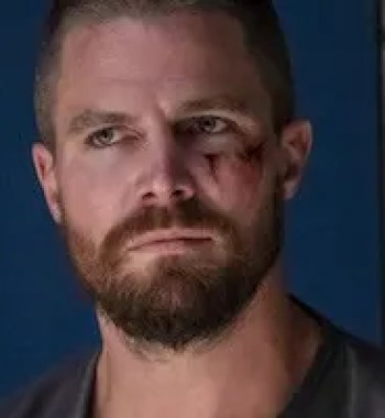 Stephen Amell Sets His First Role After 'Arrow' with Starz Wrestling Drama 'Heels'