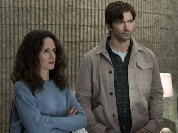 the-haunting-of-hill-house-michiel-huisman-elizabeth-reaser