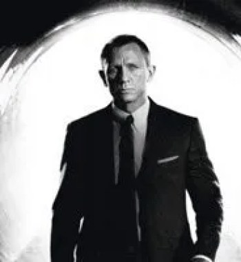 'Bond 25': Daniel Craig Works His Boot Off in New Behind-the-Scenes Image