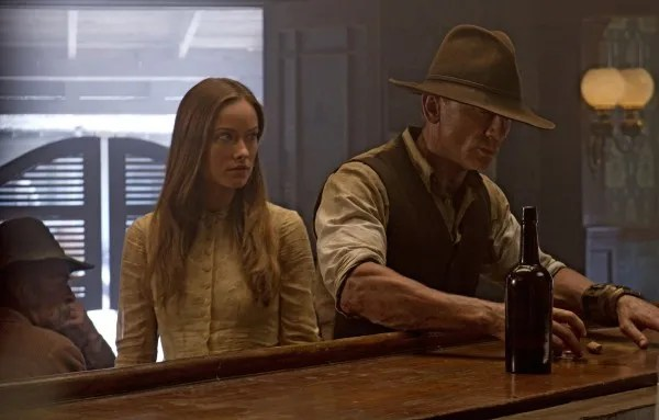 cowboys_and_aliens_movie_image_olivia_wilde_daniel_craig_01