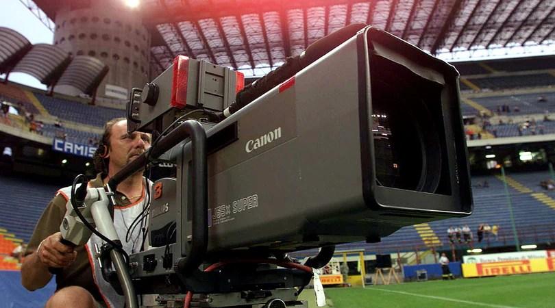 I diritti tv per la trasmissione della Serie A sono stati assegnati a (dire chi). Verseranno tot soldi nelle casse del campionato. Foto: ANSA