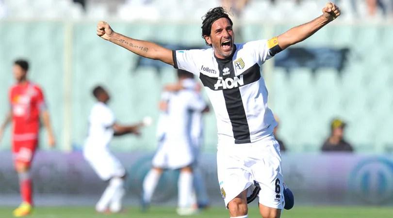 Alessandro Lucarelli, capitano del Parma, festeggia la promozione in Serie B al termine di Parma - Alessandria, foto: LaPresse
