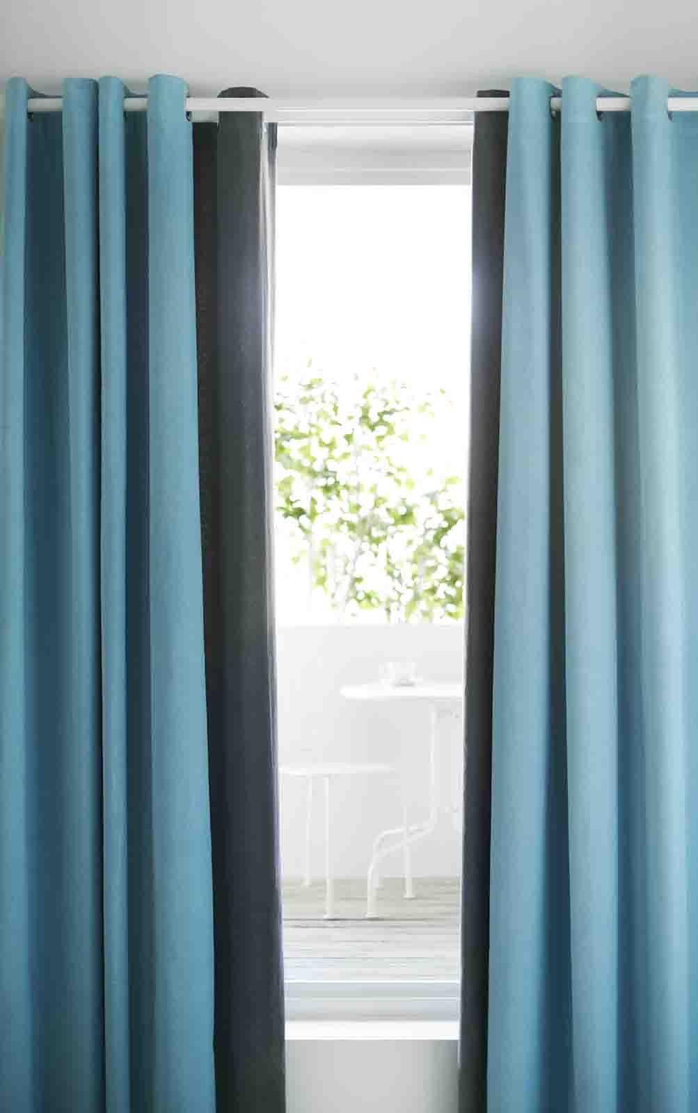 Hanno un ingombro minimo e quando chiuse permettono di leggere interamente il profilo delle finestre: Scegliere Le Tende Cose Di Casa