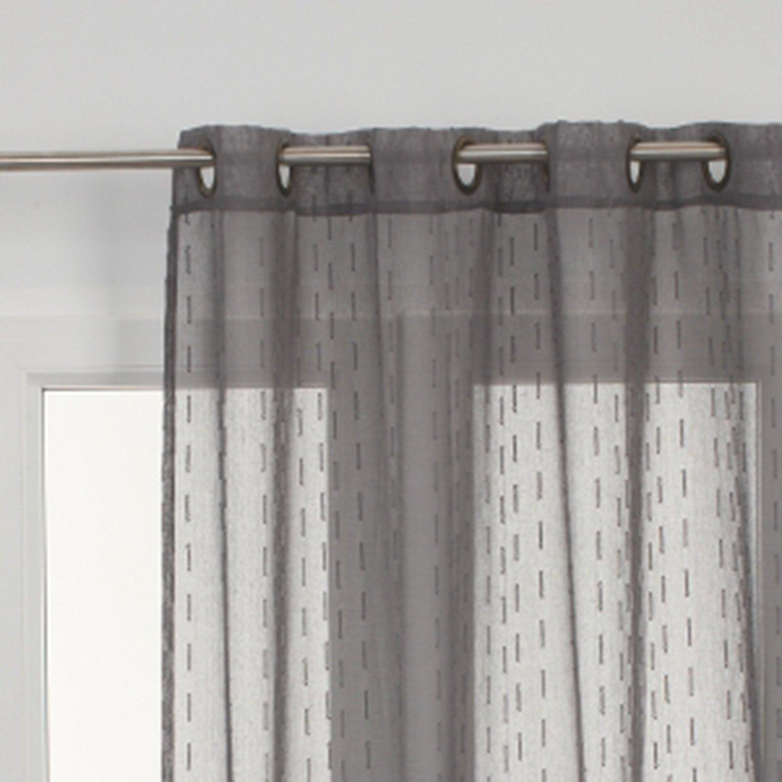 I bastoni per tende si possono fissare alle pareti o al soffitto, modificando la posizione dei supporti per regolare la distanza tra le tende e la finestra. Scegliere Le Tende Cose Di Casa