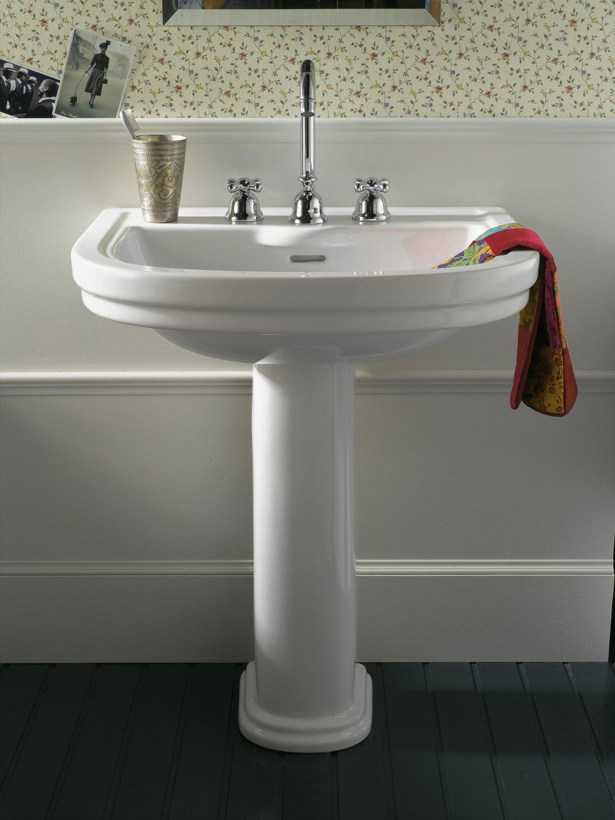 Lavabi classici lo stile anche in bagno  Cose di Casa
