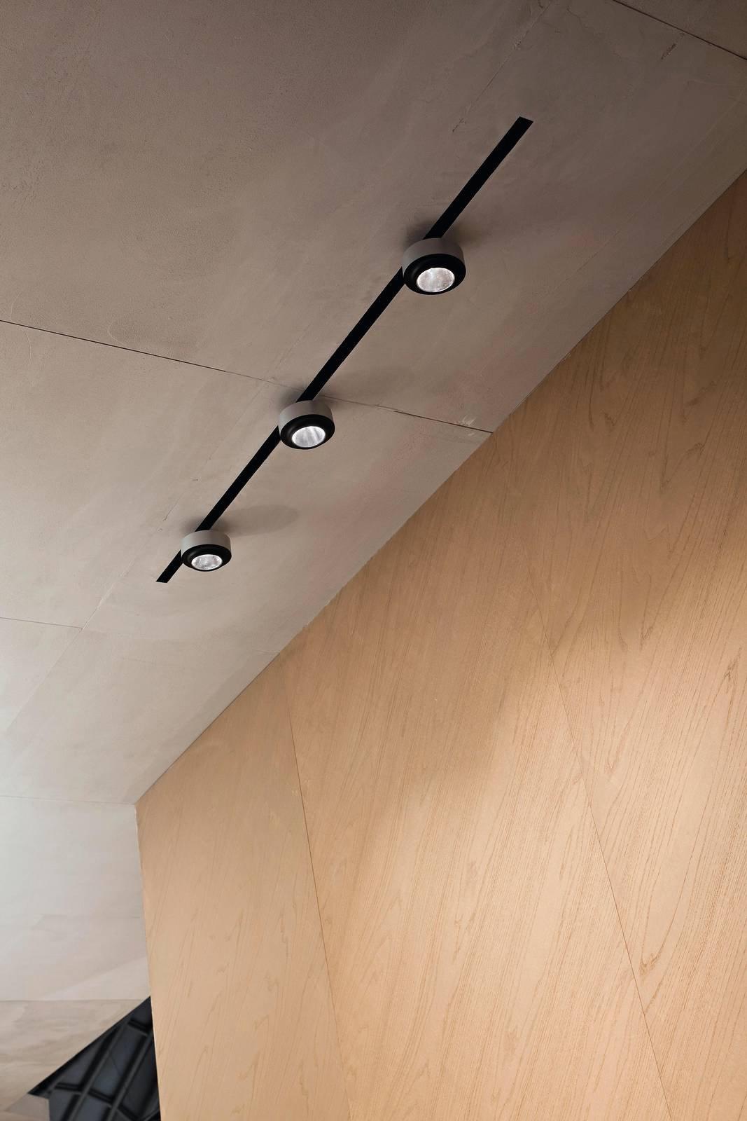Illuminare i quadri dal basso dallalto o con luce