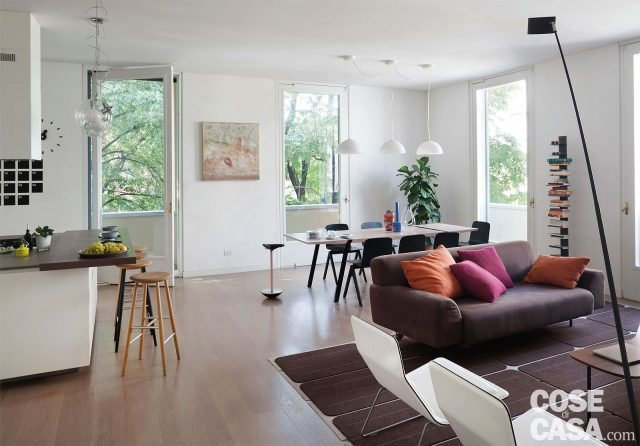 Una casa con il soggiorno open space che diventa pi