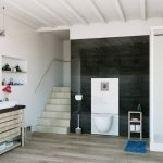 spostare il bagno Sanitrit Saniwall Pro Up di SFA Italia è un supporto studiato per installare wc sospesi di qualsiasi tipo quando sia necessario il trituratore da incasso a parete. La sua struttura, contenente il sistema e dotata di cassetta di risciacquo a doppio scarico (3 e 6 litri), ha il rivestimento esterno di vetro con parte superiore rimovibile per facilitare la manutenzione dell'apparecchio. Adatto a bagni curati dal punto di vista dell'estetica, Saniwall Pro Up può collegare anche lavabo, bidet e doccia.