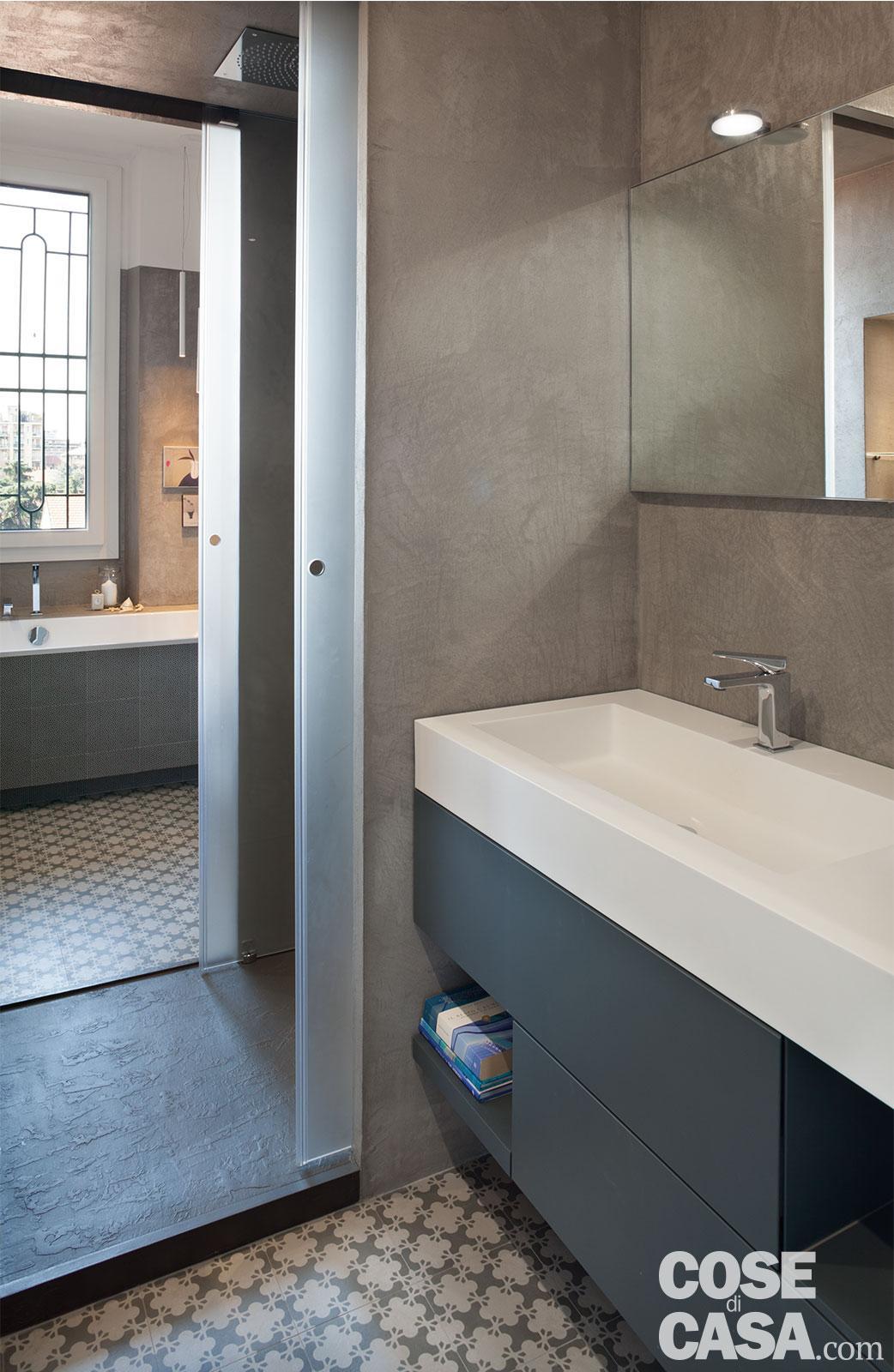 Ricavare due bagni da uno con doccia passante Progetto e