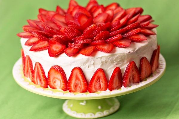 Easy Strawberry Cake With White Chocolate Cream Cheese Frosting