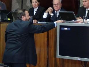 Cuando fue diputado, Federico Malavassi, junto a otros compañeros, interpuso varias acciones por el tema. En la imagen, en una audiencia por el tema de bonos electorales. (Archivo CRH)
