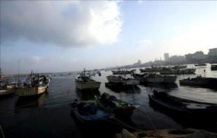Imagen de pescadores faenando en las costas. EFE/Archivo