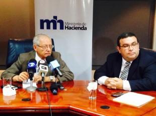 Helio Fallas, ministro de Hacienda y Fernando Rodríguez, viceministro.  CRH.
