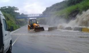 Ruta 27 inundada este miércoles.