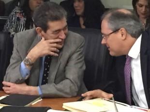 Mario Barrenechea, Gerente del BCR, habla con Alberto Raven, directivo de ese Banco. CRH