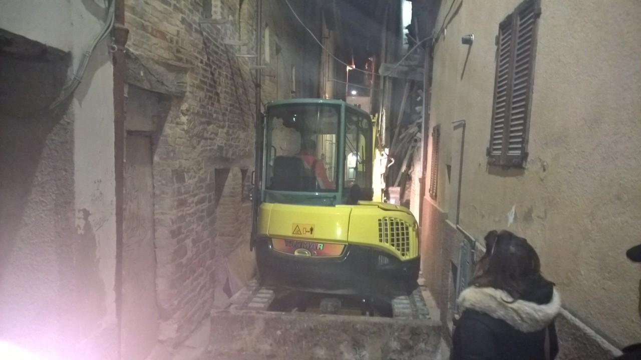 Casa crolla in centro Paura a Caldarola  Cronache Maceratesi