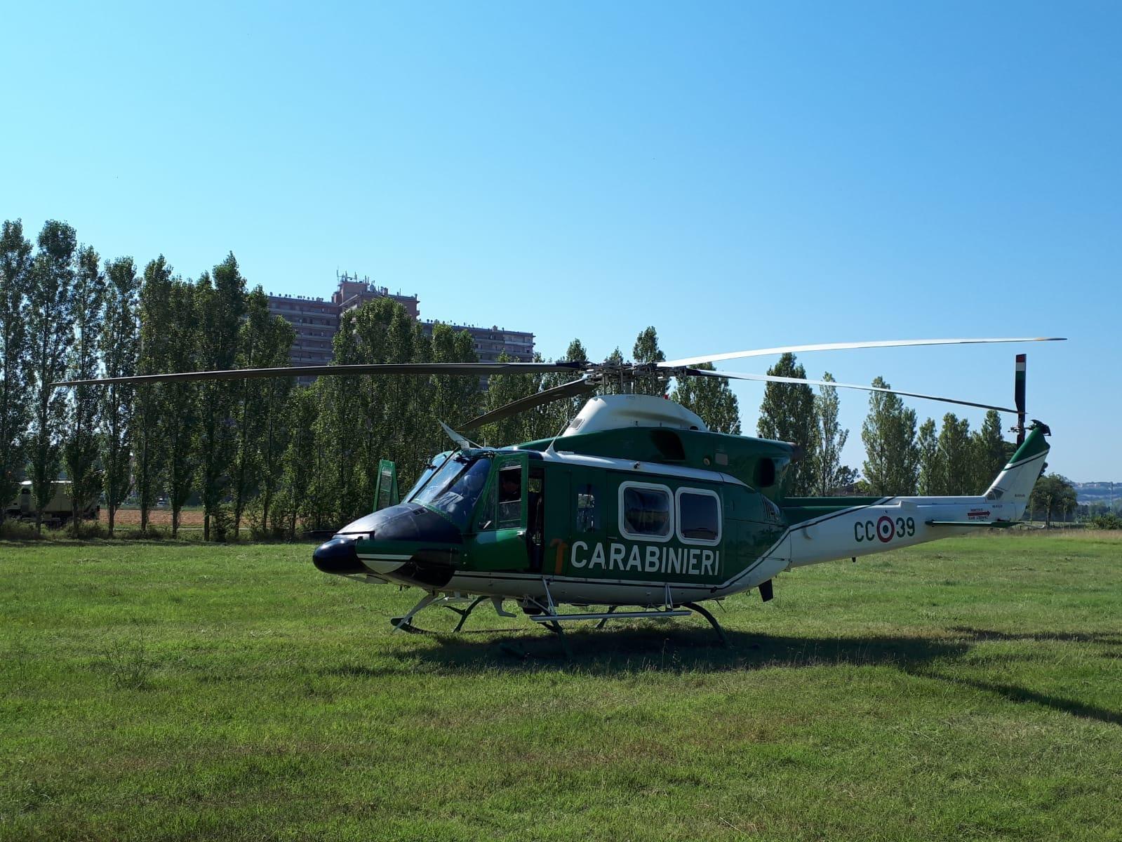 L Elicottero Posizione : Hotel house controlli con l elicottero sequestrata merce falsa