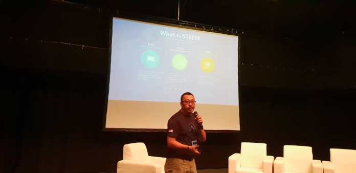 Simon Pang shares how you too can make some extra income by generating content on the Steemit platform.
