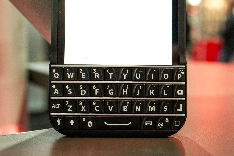 Patent Troll Blackberry Says Ryan Seacrest S Typo Keyboard