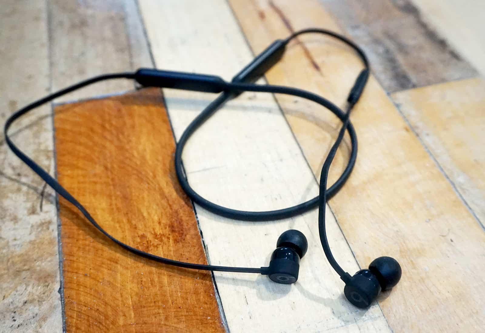 hight resolution of beats x earphones