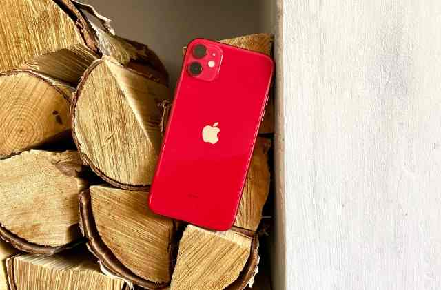 iPhone 11 hands on: Rockin' in red