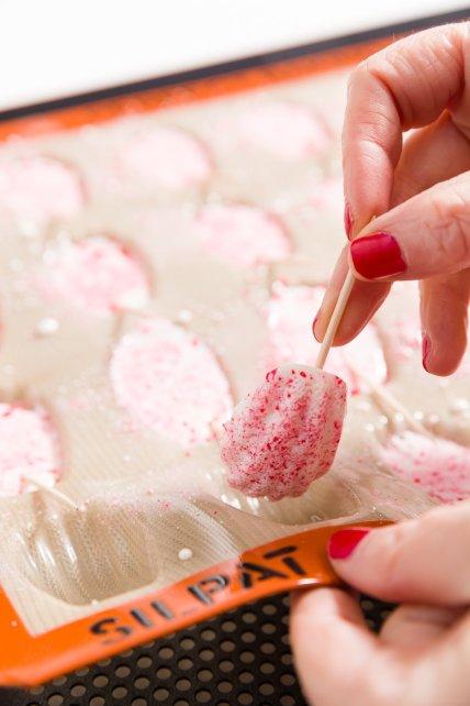 Retirar el bastón de caramelo madeleine del molde