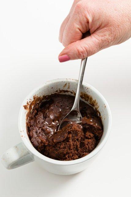 Conseguir una cucharada de pastel de chocolate