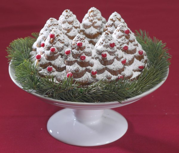 Nordicware Holiday Tree Bundt Pan 10-cup Cutlery
