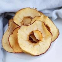 Efterår og æble chips eller tørrede æbleringe