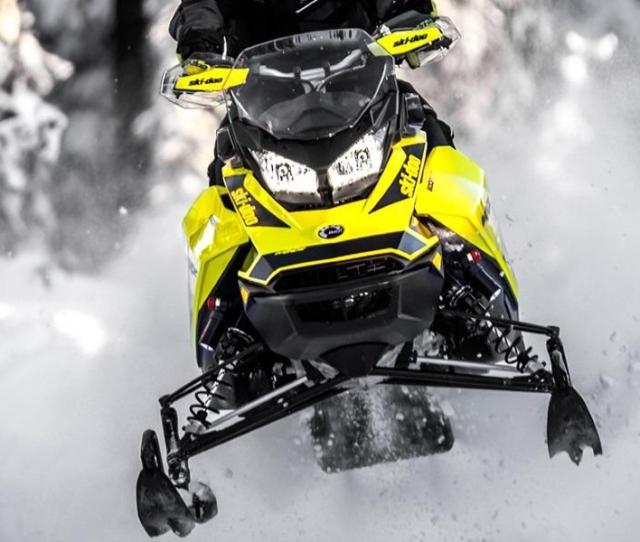 Black Hi Viz Yellow 2018 Ski Doo Mxz 600r Blasting Through Snow