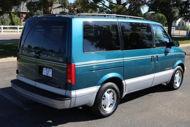 hight resolution of 2000 astro van green