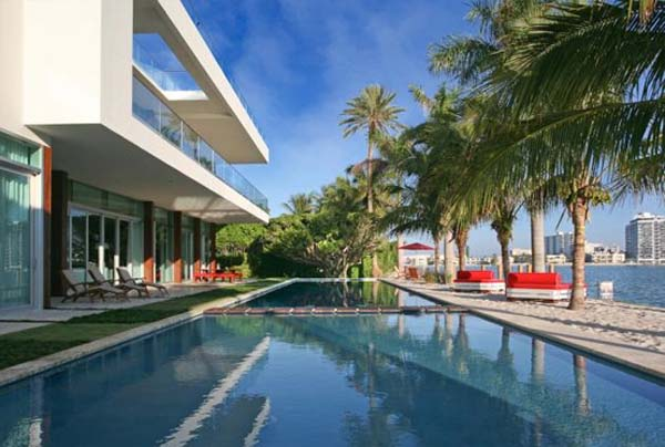 Fascinating waterfront residence in Miami Beach Florida