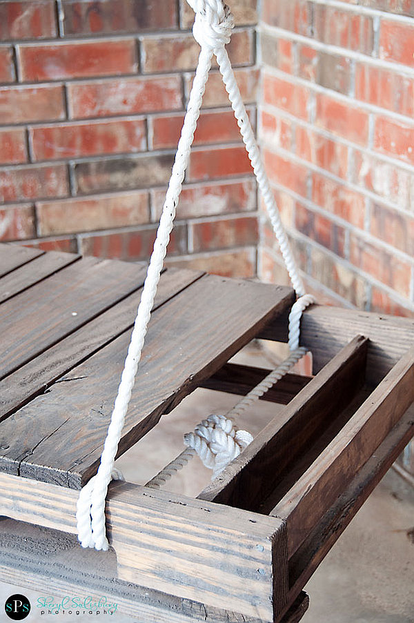 DIY Pallet Swing Simple and easy way to craft up your own swing