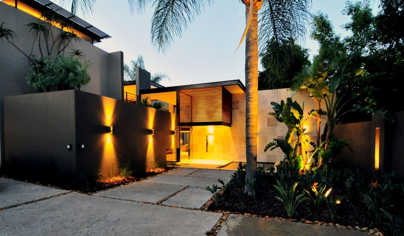 South African Midcentury Villa Renovation by Nico Van Der Meulen
