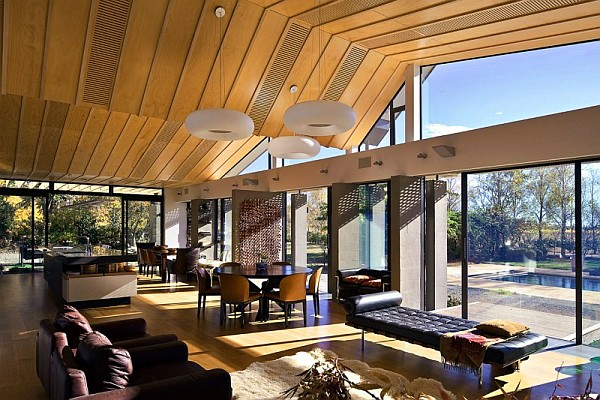 Mountain Range Home in New Zealand Captivates with