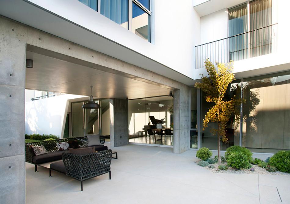 Contemporary Californian Residence Exudes Breezy