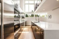 Modern Aurea Home in Seattle Blends Bright Interiors And ...