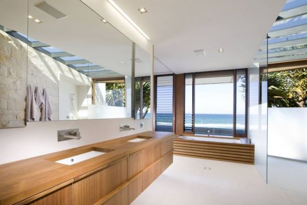 contemporary beach house bathroom Luxurious Queensland Beach Residence Offers Dramatic Ocean Views