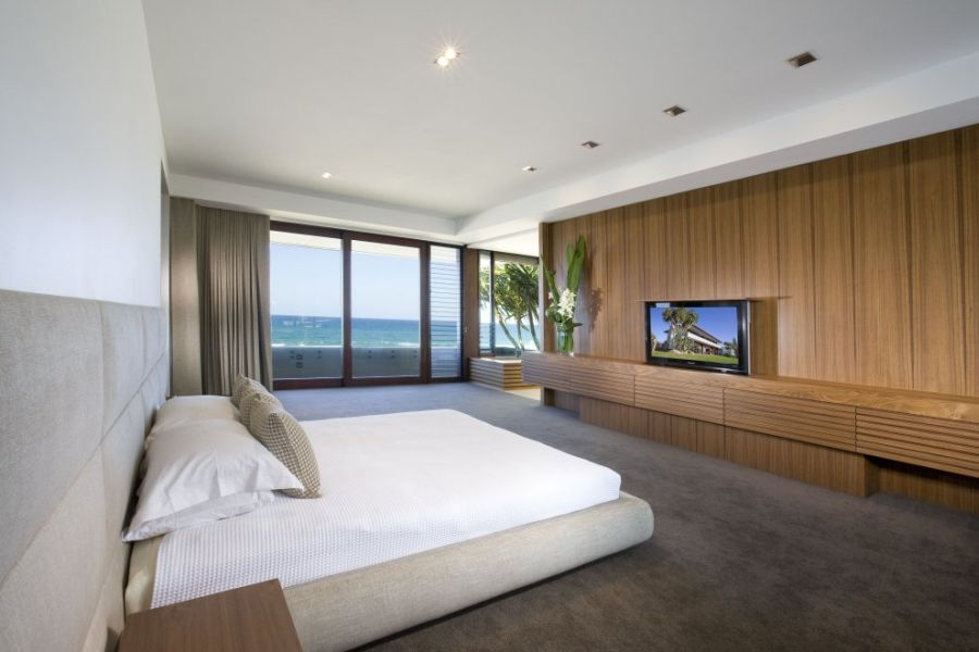 Luxurious Queensland Beach Residence Offers Dramatic Ocean