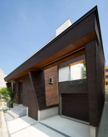 Minimalist Japanese Residence Blends Privacy With Airy