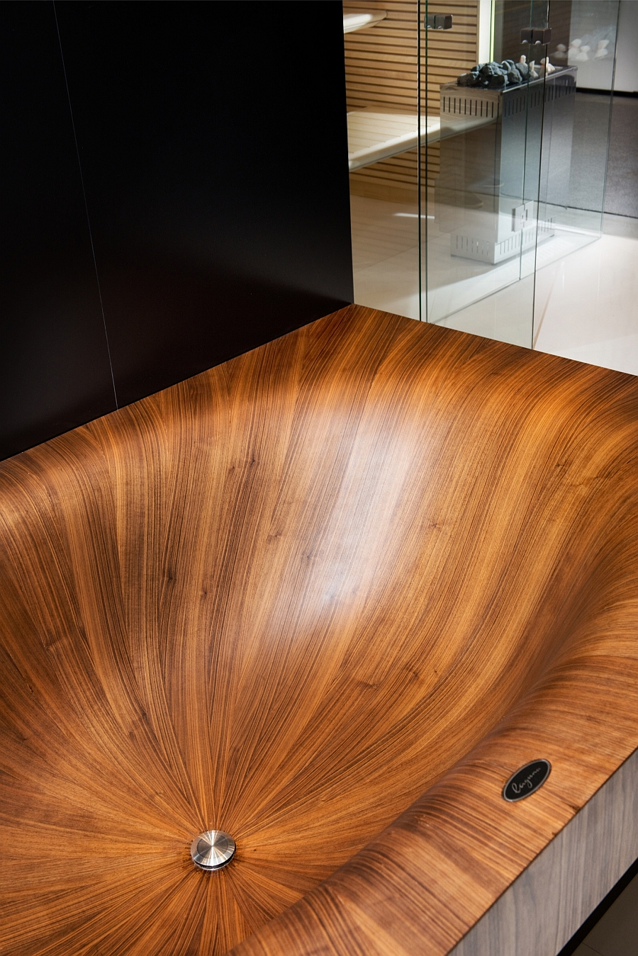 Luxurious And Dramatic Wooden Bathtubs Make A Bold Visual