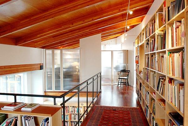 Entrepisos parecen ser una opción popular para mostrar la biblioteca de la casa con orgullo!