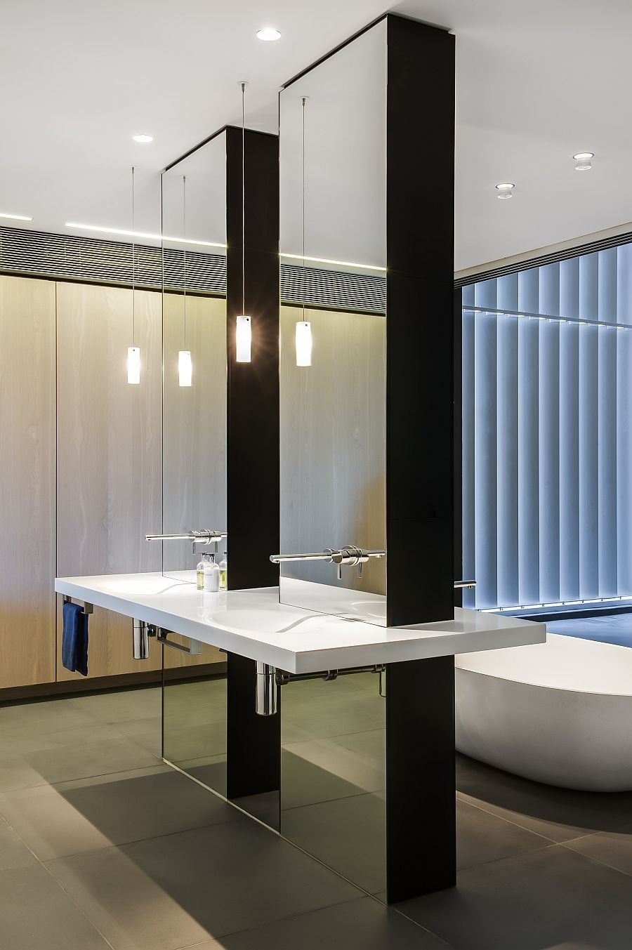 Contemporary Ensuite Bathroom With CuttingEdge Design in Sydney