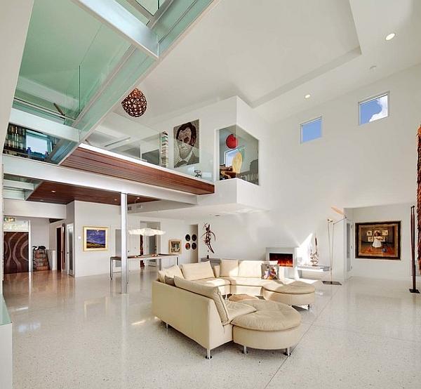 espacio de la vida moderna con un altillo y un puente de cristal