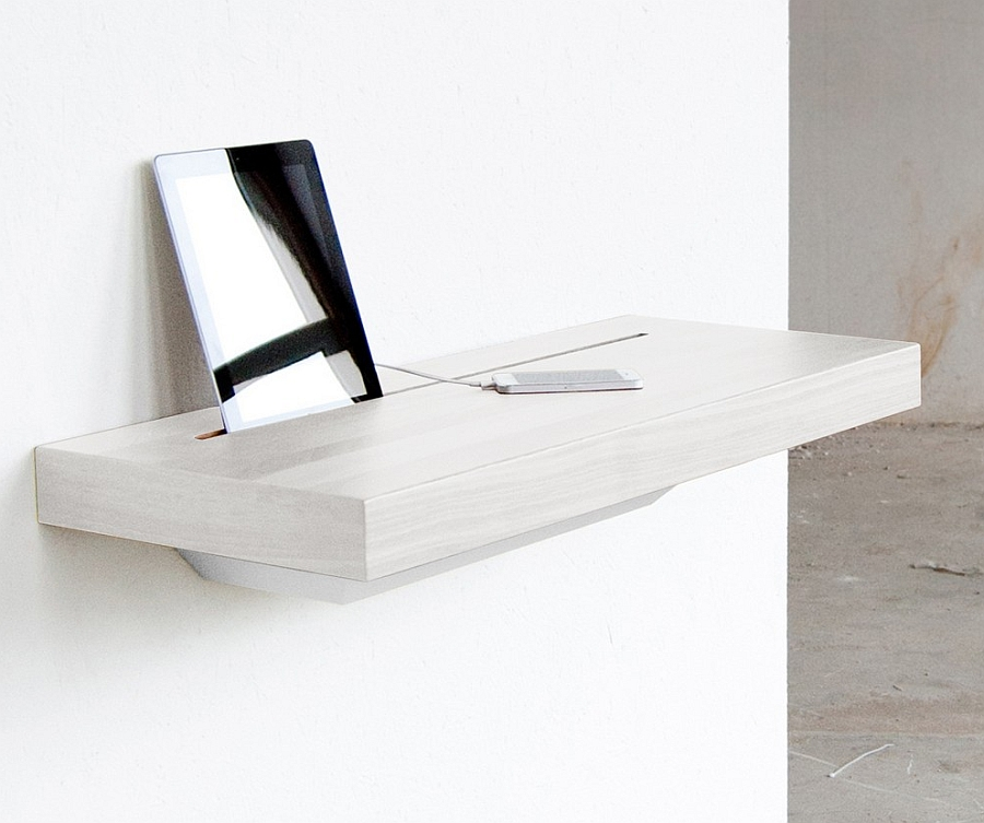 BACK TO: Elegant Stage Offers A Discreet Charging Shelf